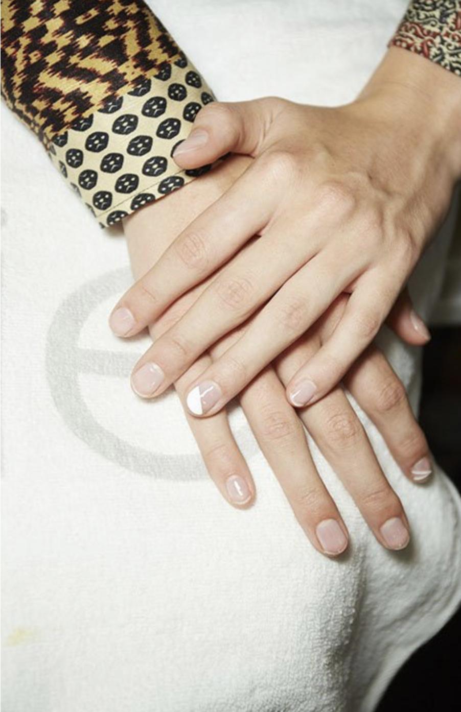 ترکیب رنگ نود با سفید | نیل آکادمی